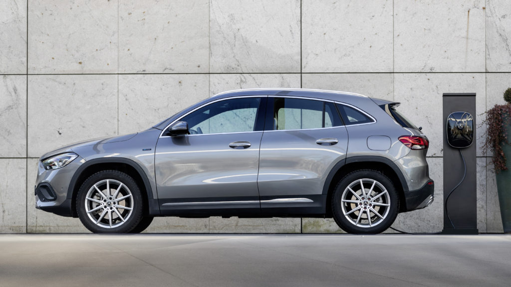 Tres nuevos híbridos enchufables amplían la familia de modelos compactos de Mercedes-Benz 4